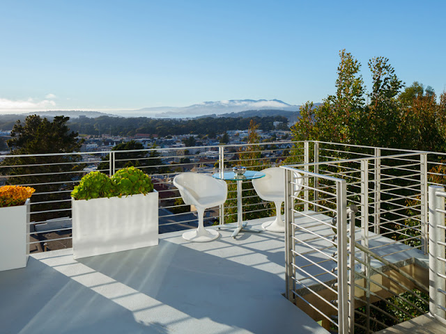 Picture of the balcony overlooking the city