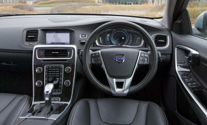 Volvo V60 PHEV plug-in hybrid cockpit