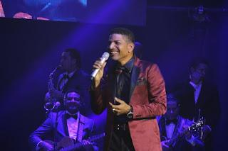 El Varón de la Bachata se apodera de los aplausos en concierto de Frank Reyes en New York.