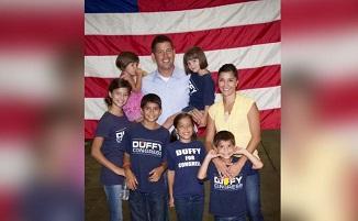 Deputat american creștin demisionează pentru a se dedica celui de al 9-lea copil...