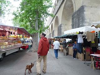 モンペリエ アルソーの水道橋 市場 MONTPELLIER : AQUEDUC DES ARCEAUX