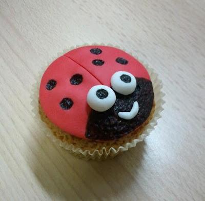 Ladybug cupcake fondant