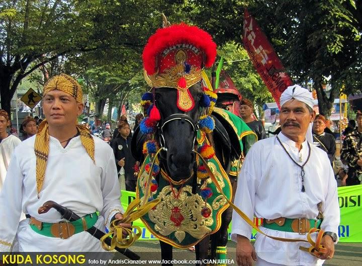 Dilema pawai kuda kosong diantara tradisi dan agama