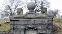 rumah makam