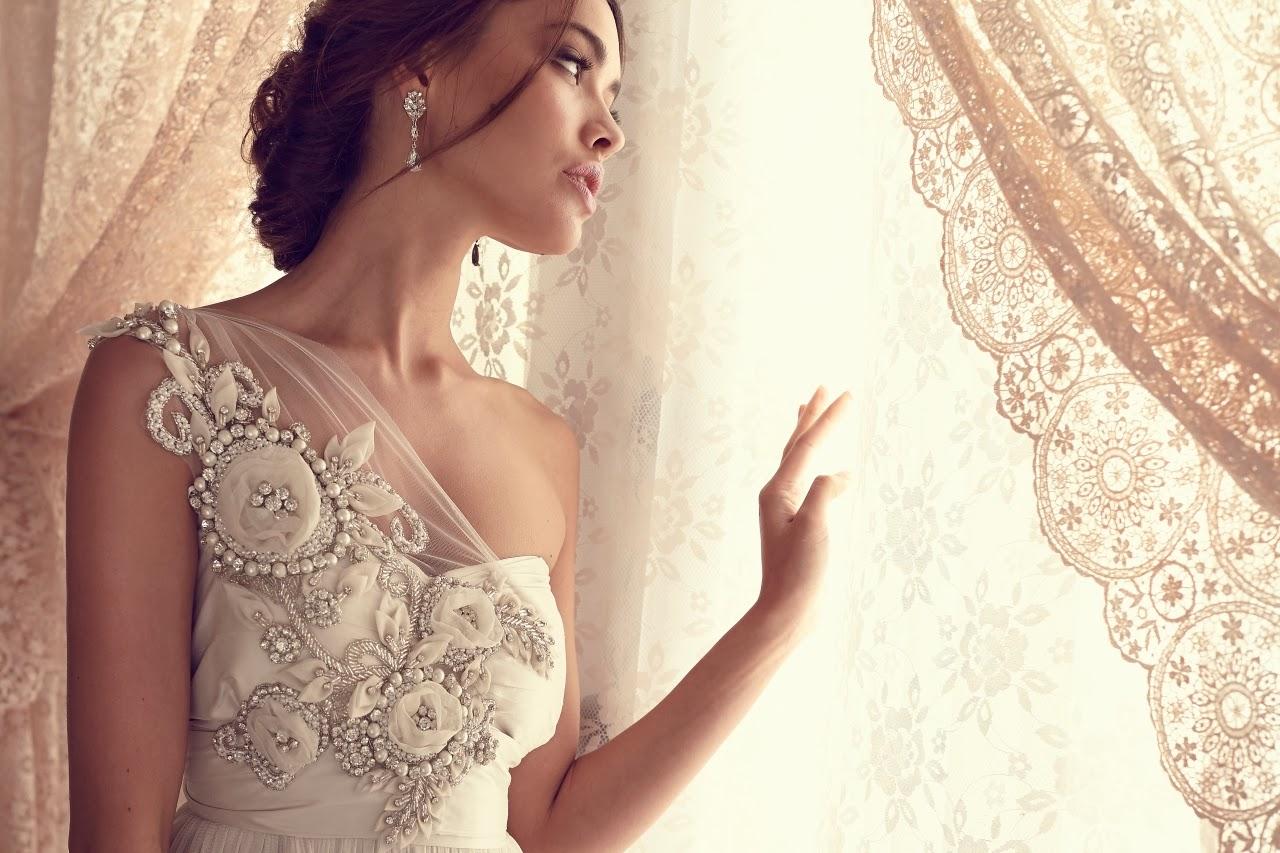 les magnifiques robes de mari e d anna campbell tout pour mon mariage. Black Bedroom Furniture Sets. Home Design Ideas