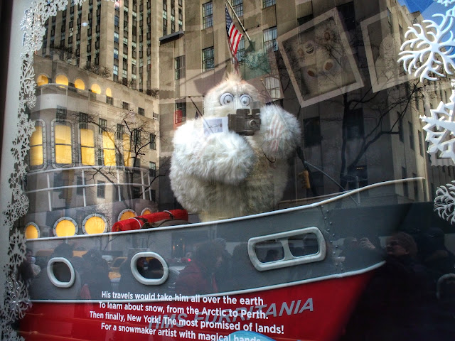 #SaksYeti #NYC #holidaywindows #5thavenuewindows
