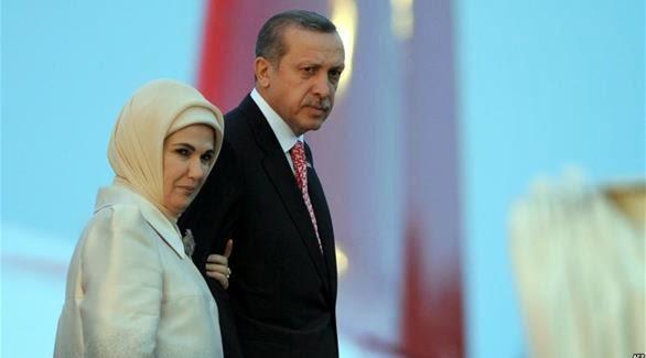 """القبض على زوجة أردوغان وهي """"تسرق"""" من زوجة أوباما"""