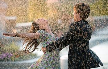 """""""La vida no es esperar a que la tormenta pase... Es aprender a bailar bajo la lluvia"""""""