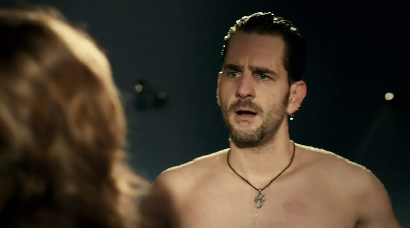 Aaron Abrams Shirtless in the L.A. Complex s2e07