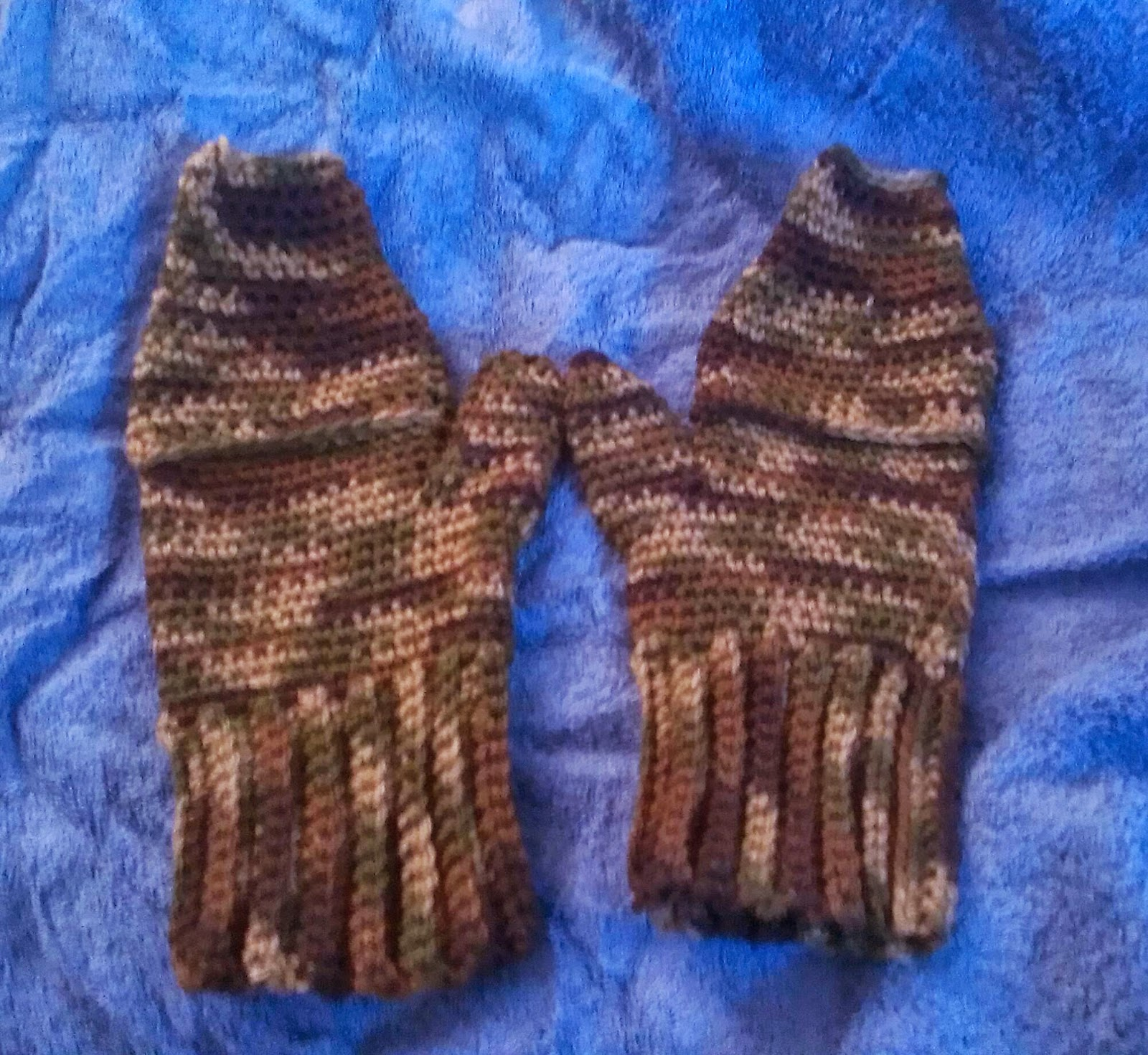 Knitting Pattern For Mittens With Flaps : Crochet Creations by Sara: Mittens with flaps..? *Pattern*