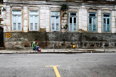 Fotógrafo: vida de cão, by Guillermo Aldaya / PhotoConversa