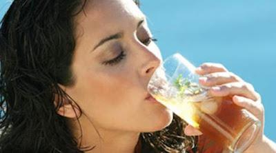 [Health] Ini Sebabnya Minum Air Hangat Lebih Baik Ketimbang Air Es