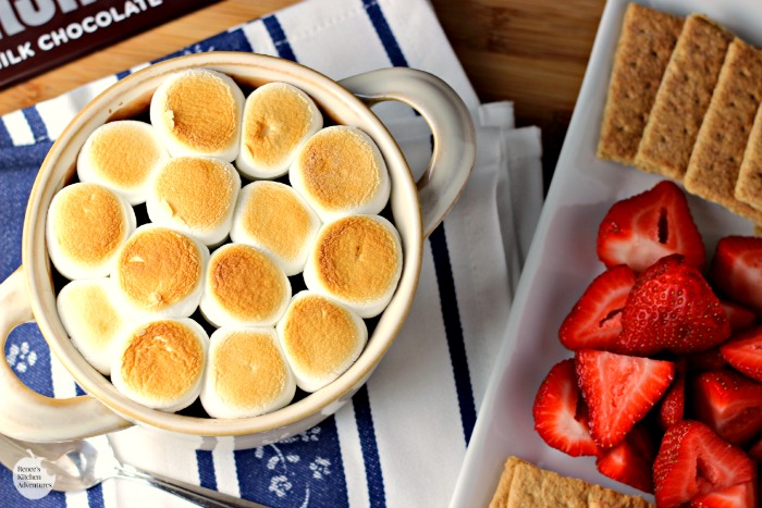 Easy S'mores Fondue | by Renee's Kitchen Adventures - Easy recipe for a s'mores inspired dessert made indoors!  Ooey, gooey deliciousness!
