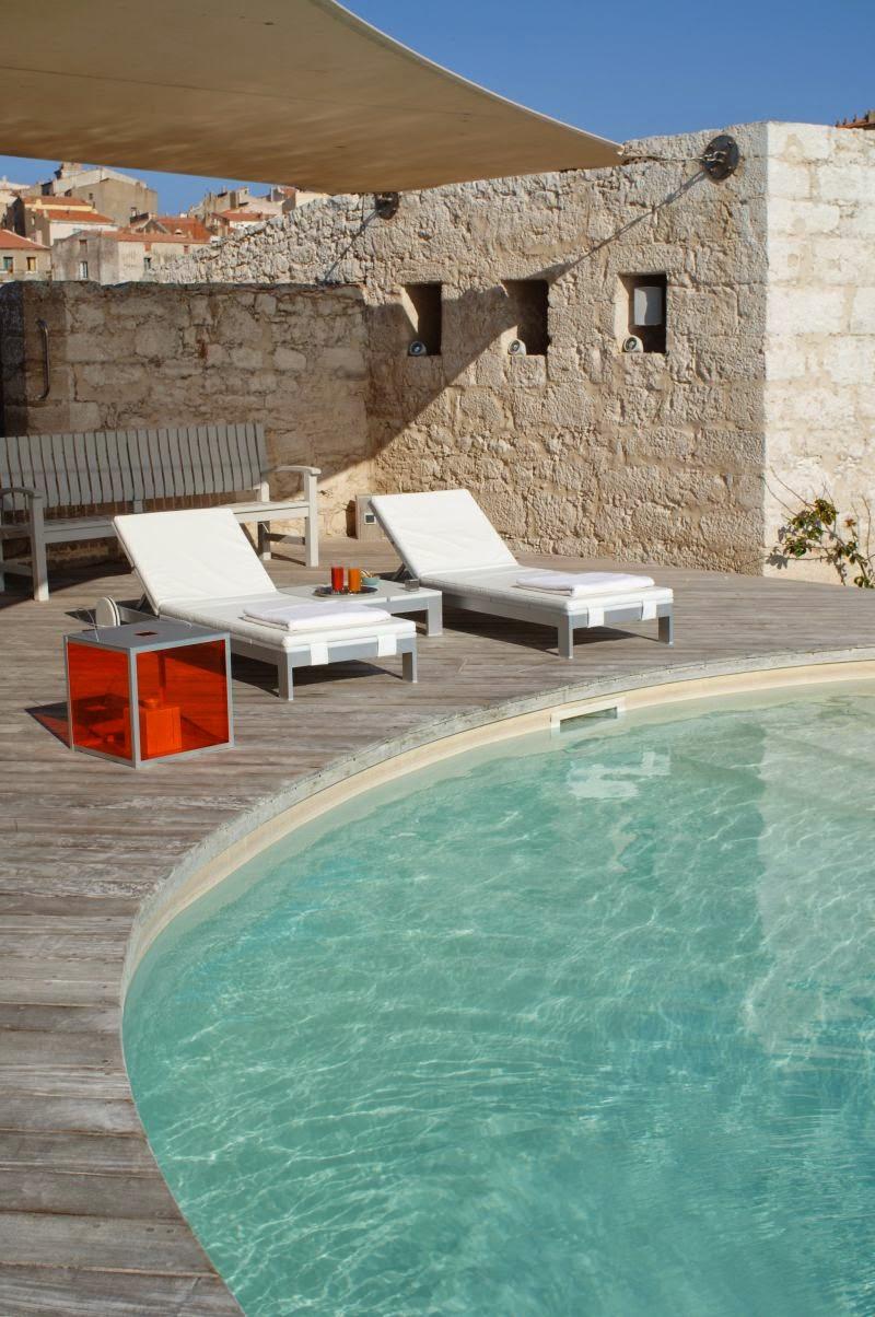 Piscine de l'hôtel Genovese à Bonifacio