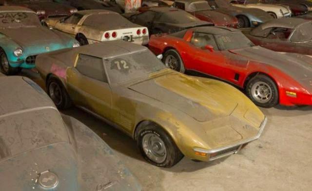 Une collection de vieilles corvettes laiss e l 39 abandon 2 for Garage pour voiture de collection