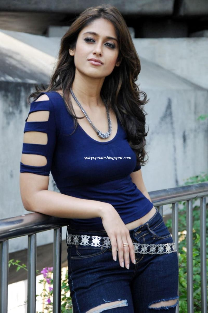 Ileana D Cruz Latest Sizzling Hot Curvy Structure In Tight Jeans And