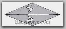 Bước 4: Từ vị trí mũi tên, mở hai lớp giấy ra, kéo và gấp lớp giấy về bên phải.