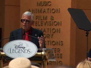 Bob Gurr accepting his Disney Legends honor