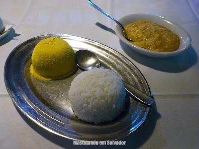 Restaurante Yemanjá: Acompanhamentos da Moqueca de Camarão com Castanhas