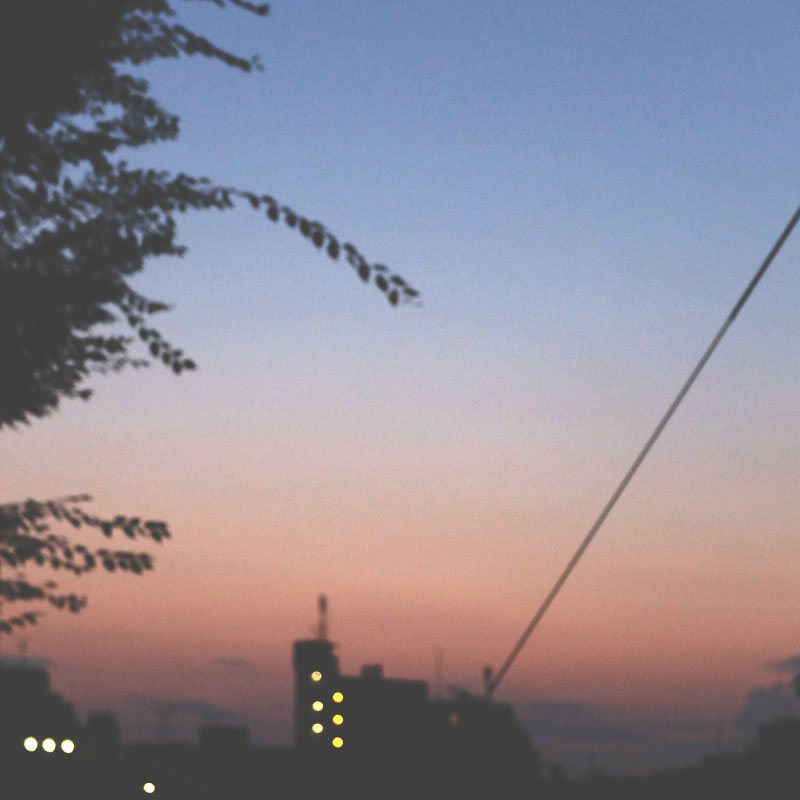 街の夕方の写真