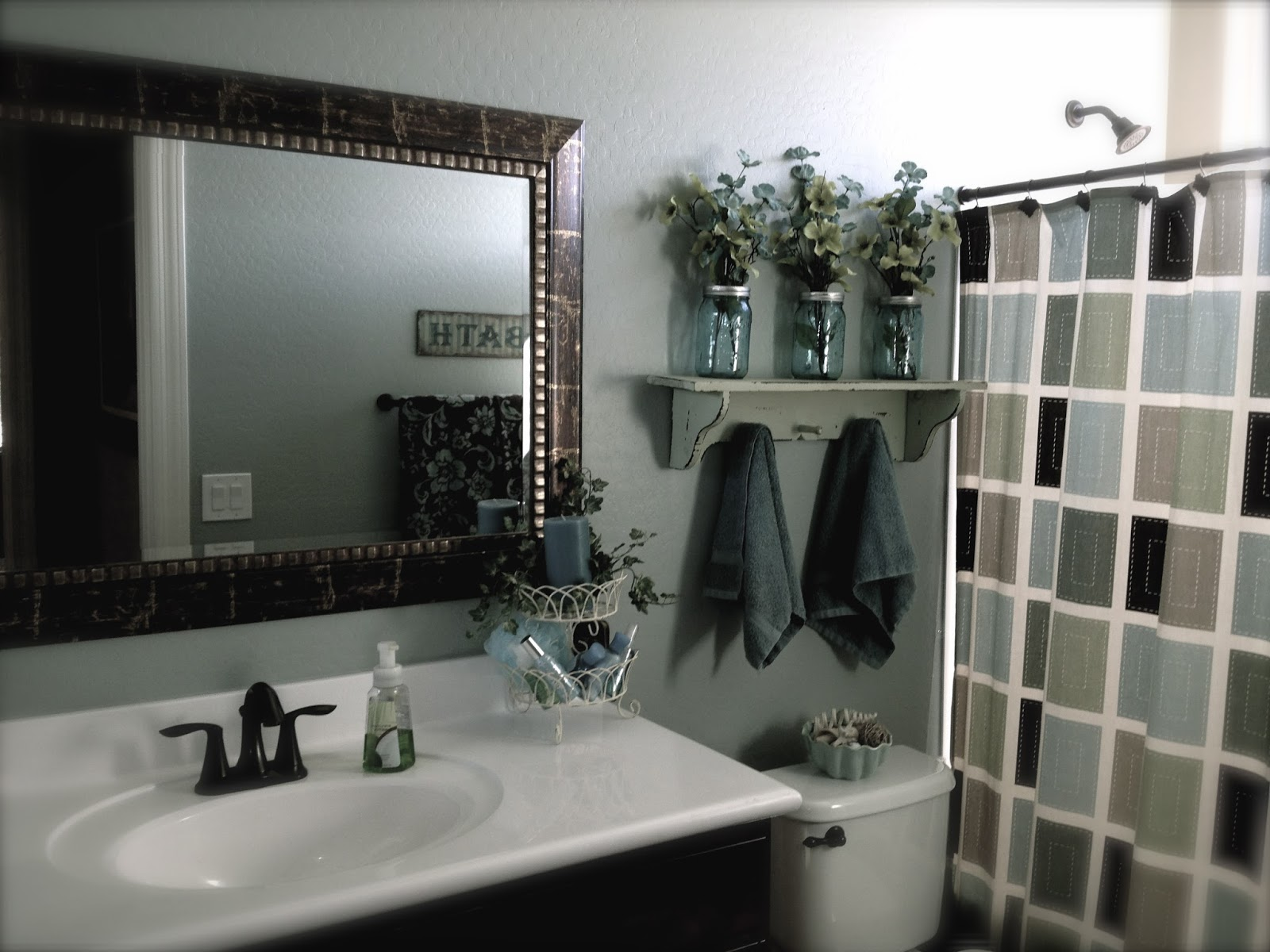little bit of paint guest bathroom update. Black Bedroom Furniture Sets. Home Design Ideas