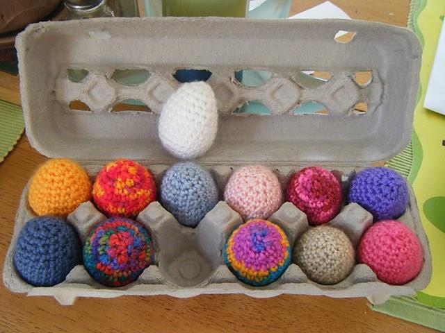 2000 Free Amigurumi Patterns: Free eggs crochet pattern