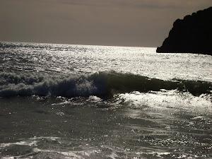 contra luz ,por enero ,en la playa  del gachero.