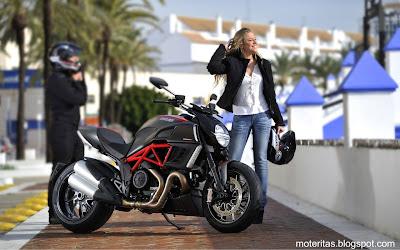 motos-mujeres-ducati-chicas-wallpaper