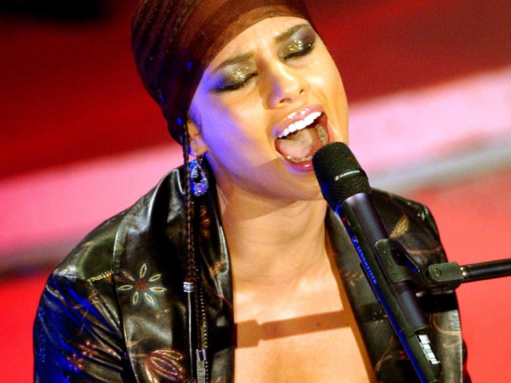 http://1.bp.blogspot.com/-cklQYQIVPXo/TZOpFUh4VDI/AAAAAAAADCA/PzBBWg-d5Ng/s1600/Alicia+Keys+singer.JPG