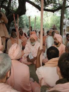 Reportagens da turne de Srila Gurudeva