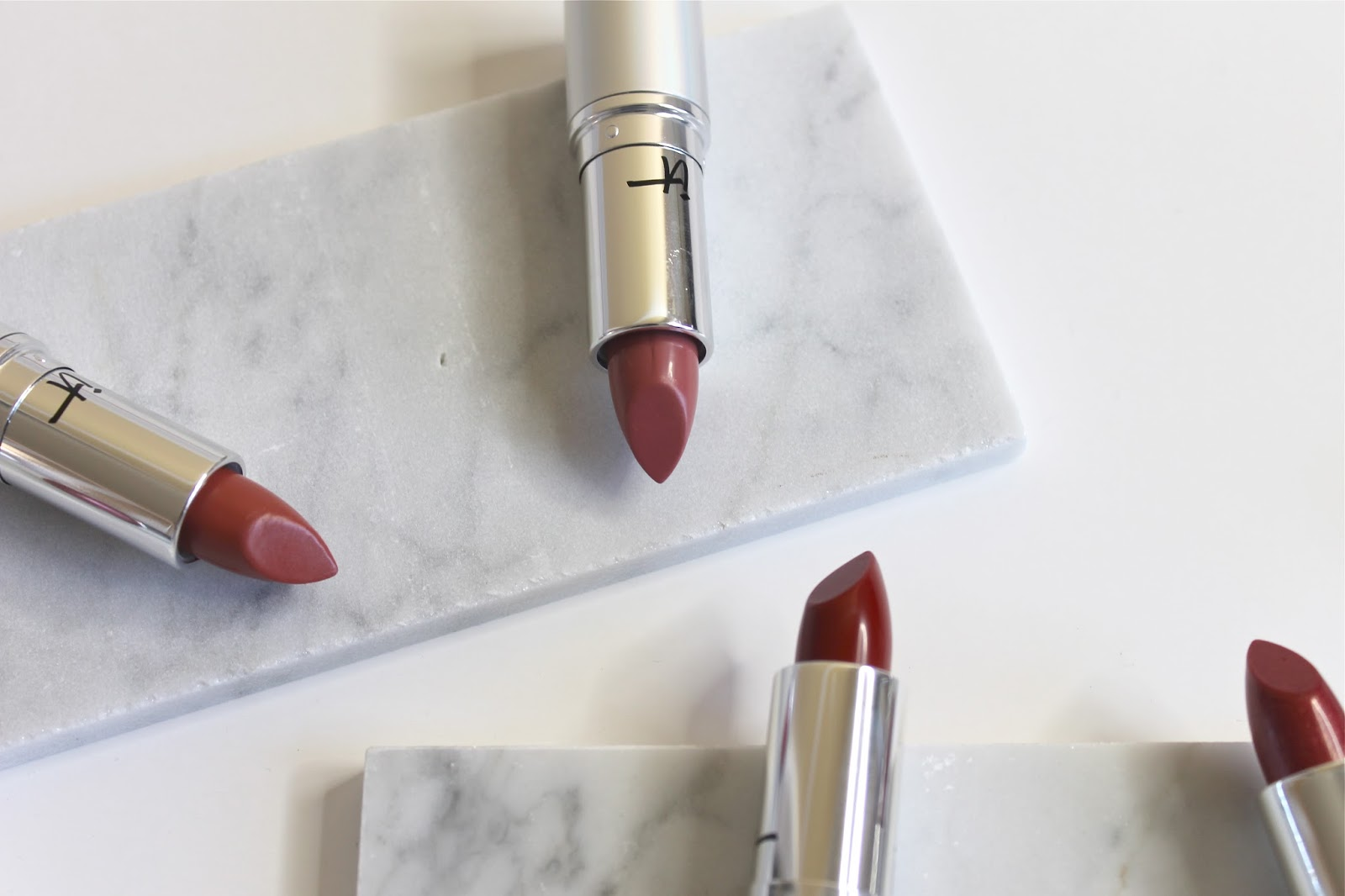 LIPSTICK THAT BLURRS THE LINES