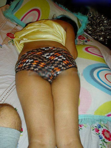 desi girl bare back enjoy with lover in her bedroom   nudesibhabhi.com