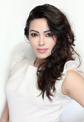 Latest Beautiful Photos of Devanshi Khanduri