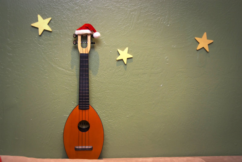 Unschool plus ukulele santa hat for Decoration ukulele