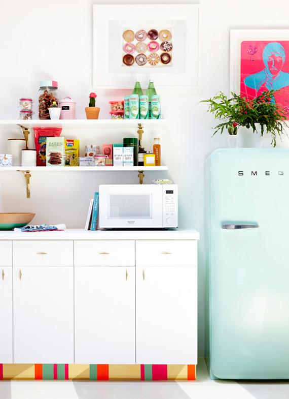 ideia para escritório - washi tape no rodapé - fita isolante colorida - rodapé colorido