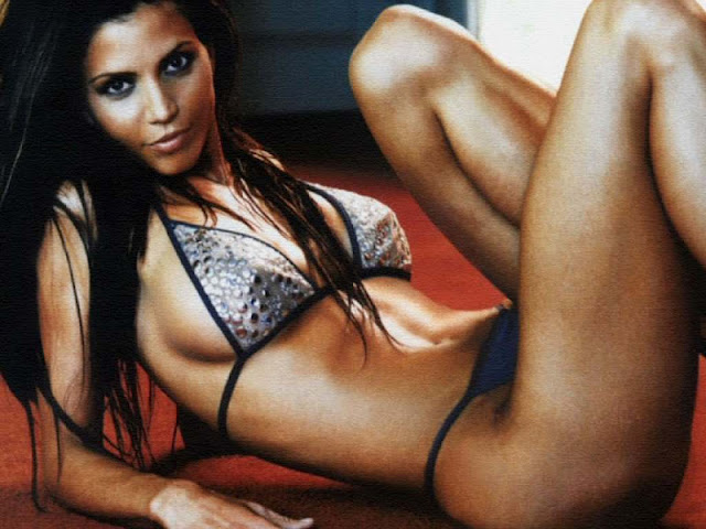 Charisma Carpenter sexy in lingerie