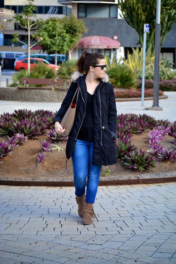 look_outfit_parka_botas_flecos_bolso_reversible_lolalolailo_05