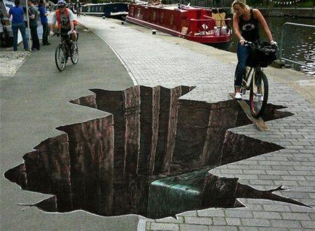 seni 3 dimensi Air Terjun di jalan trotoar