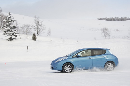 Nissan Leaf driving in the snow