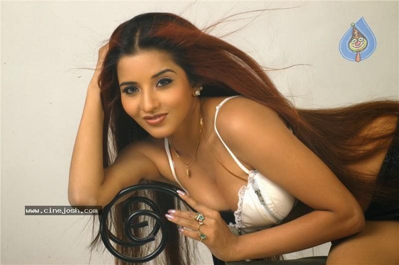 Bhojpuri actress monalisa boob sooo hard