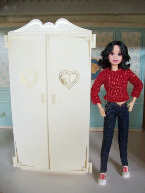 Marx Sindy Wardrobe and rebodied Disney Snow White doll