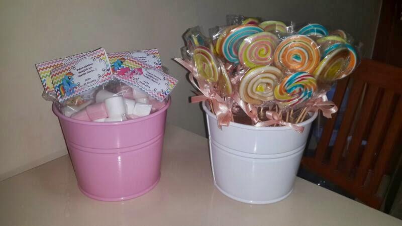 Rengarenk şekerler ve marshmallowlar