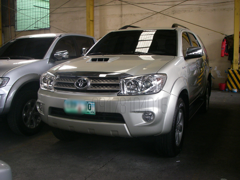 For Sale in the Philippines: 2011 Toyota Fortuner V 3.0D4D A/T Diesel