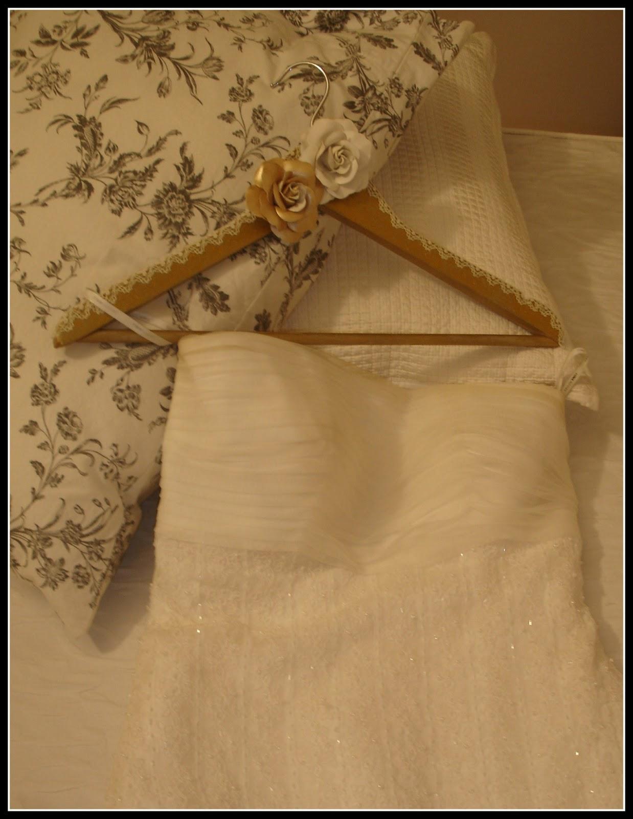 Las ideas de mirna perchas personalizadas para los novios for Perchas blancas ikea