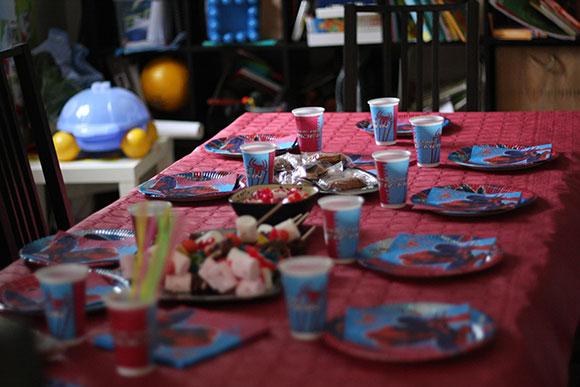 J ai f t mes 4 ans avec mes copains et copines petits canaillous - Deco anniversaire spiderman ...