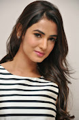 sonal chauhan latest glam pics-thumbnail-2