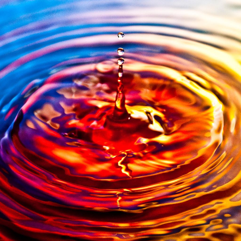 http://1.bp.blogspot.com/-cnvM9t8mPiI/Tnl22GSU6EI/AAAAAAAAABQ/4t-qZmwF18w/s1600/sergiu-bacioiu-water-drop-ipad-wallpaper.jpg