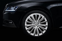 Skoda Superb Black Crystal (2015) Wheel Detail