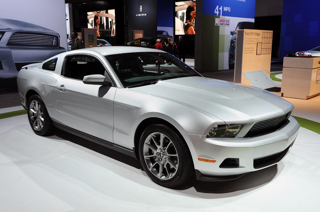 Dream Cars Resto 2011 Ford Mustang V6