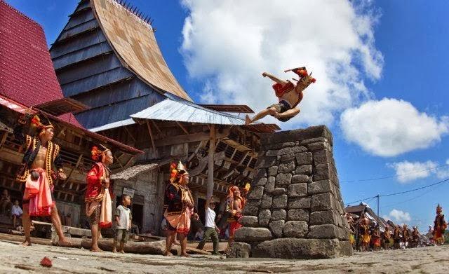 Lompat batu atau Fahombo merupakan permainan rakyat Nias melompati